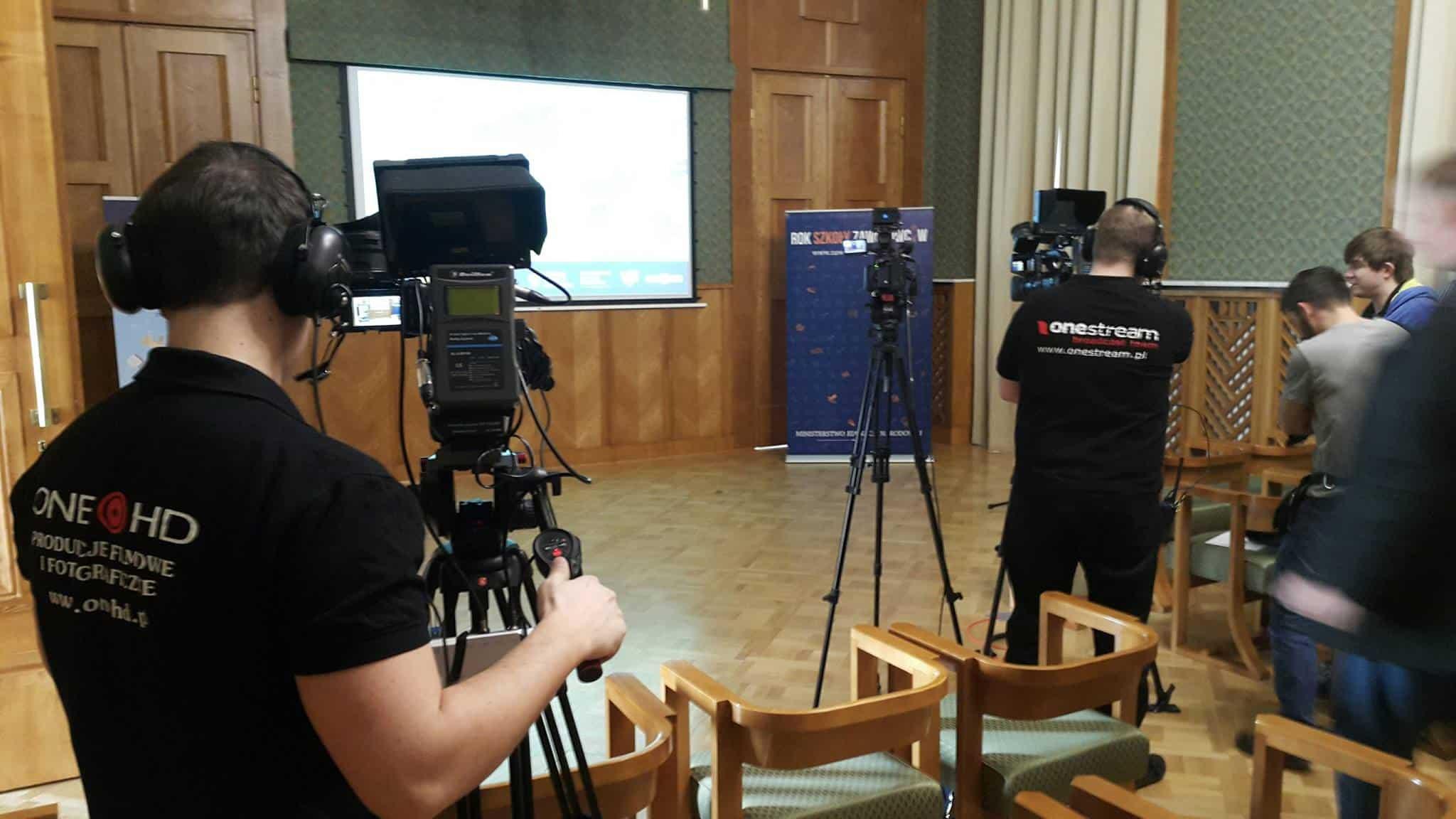 streaming-konferencji-prasowych-kamery