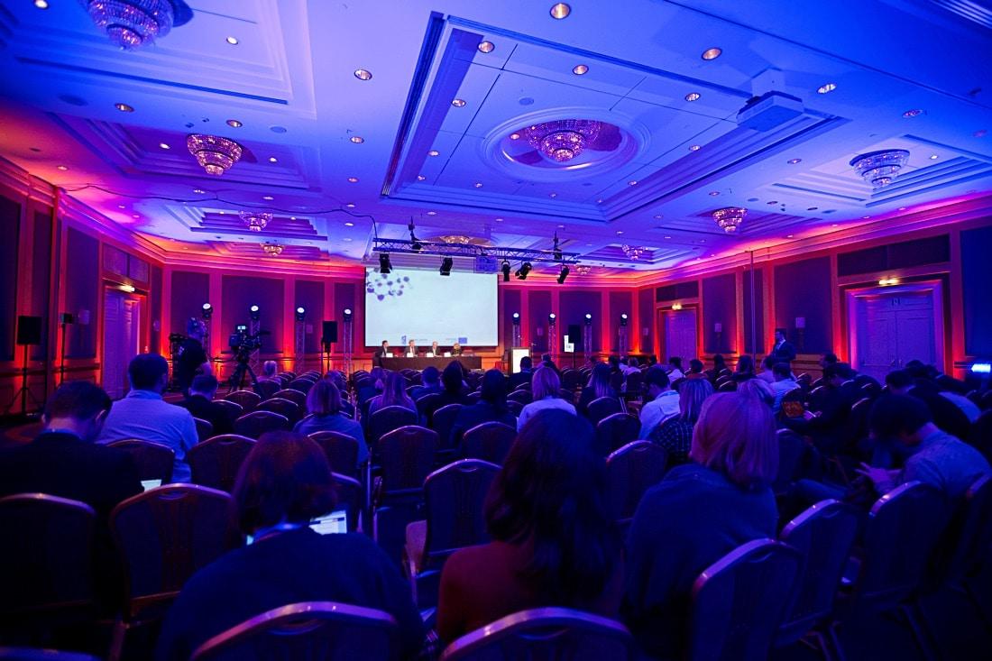 konferencję na żywo. Live streaming konferencji!
